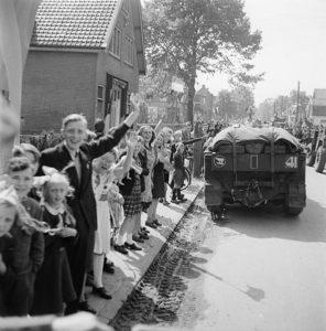 De_bevrijding_van_Utrecht_door_Canadese_militairen-296x300