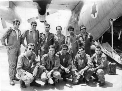 One-of-the-aircraft-crews-that-landed-at-Entebbe-poses-with-their-plane-after-the-mission.-1976-Operation-Entebbe-no-1-crew-4.7.76-640x476